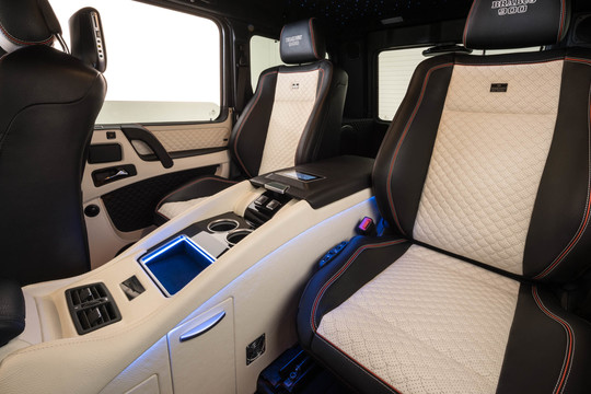 Bucket seat system in rear with exclusive middle console