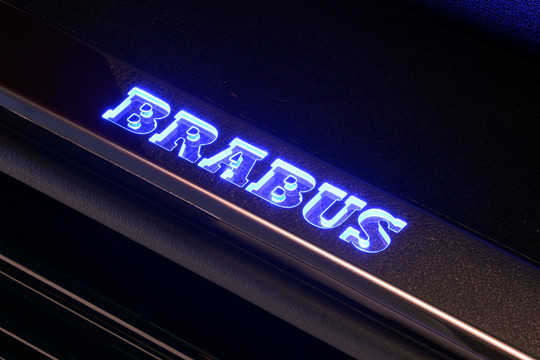 Scuff plate rear door, illuminated