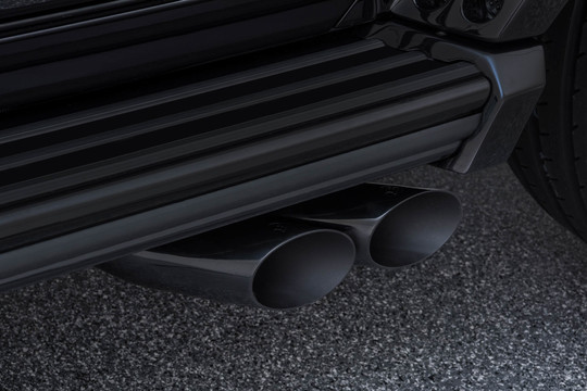 Sport exhaust system with actively controlled flaps black chrome finish