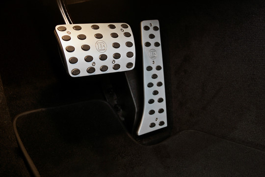 Aluminum pedal pads for manual gearbox, matte anodized
