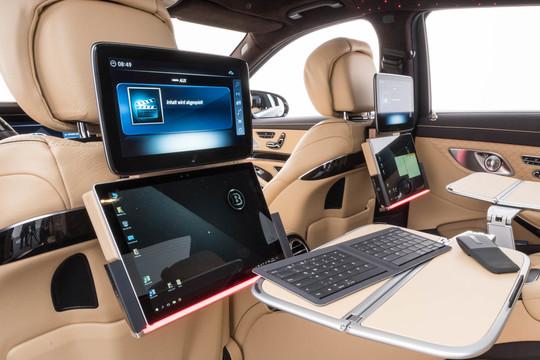 Multimedia- und Business-Ausstattung
